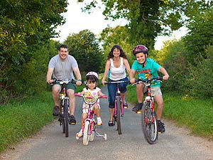 family-cycling-2010-photo